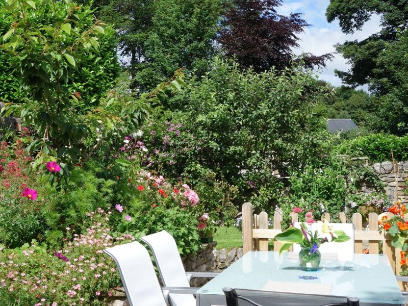 Enjoy a summers' day at Acorn Cottage