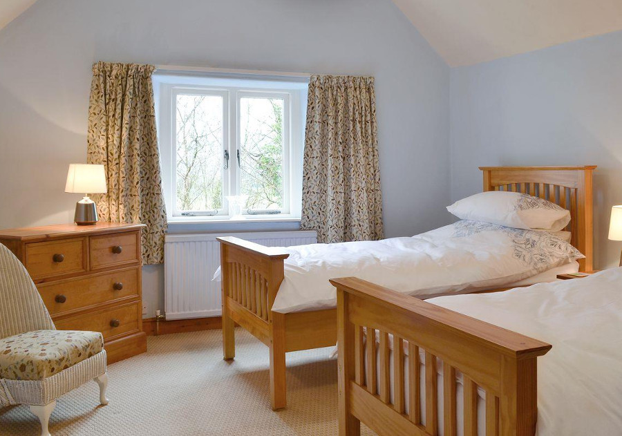 Bush Green Cottage has 2 double bedrooms and a twin bedroom