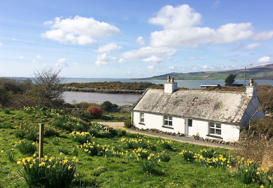 Carrick Cottage in Carrick Shore, South West Scotland