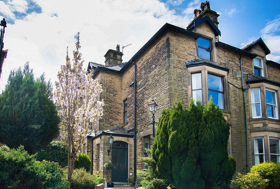 Compton Guest House in Buxton, Peak District National Park