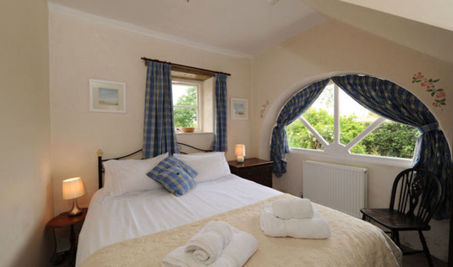 A bedroom in one of the 7 cottages at Glebe House Cottages