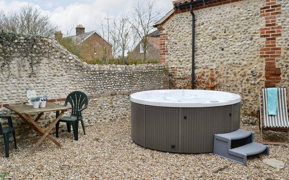 The hot tub at Gull Cottage on the North Norfolk coast