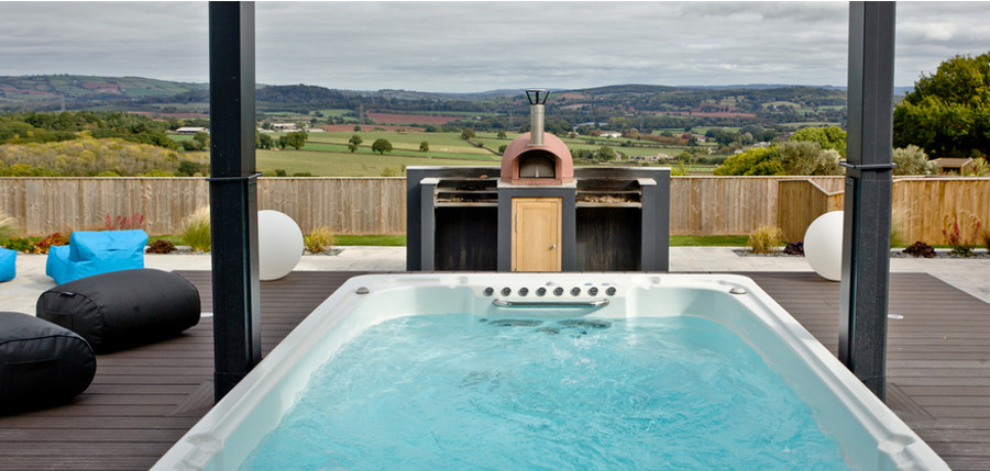 Huxham View in Exeter has its own outdoor hot tub