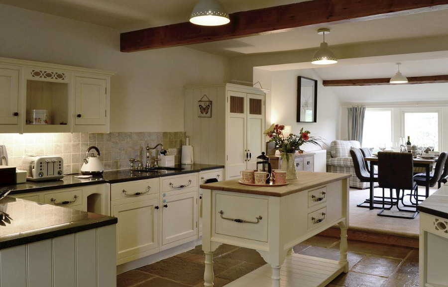 The kitchen and dining area in Inglenook Cottage, Grassington