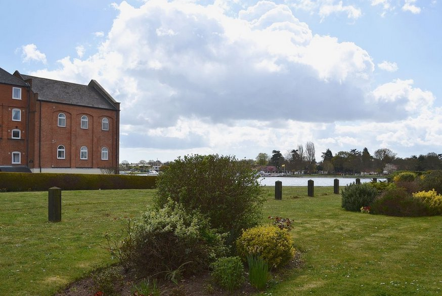 The setting of La Casa in Oulton Broad, Suffolk