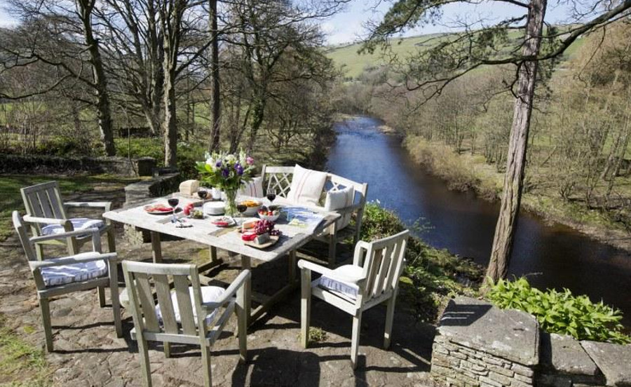 Lawn House has a river frontage onto the River Swale