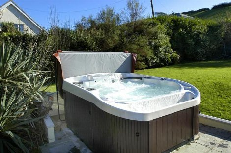 The hot tub at Lodge House
