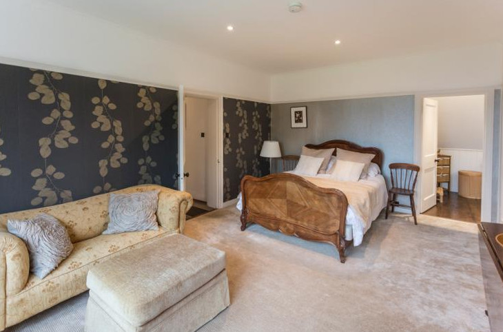 A bedroom at Peanswood Country Manor in East Sussex
