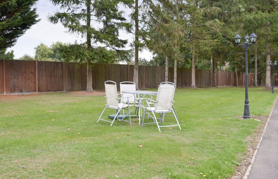 Pinewood Cottage has a lawned garden with outdoor furniture