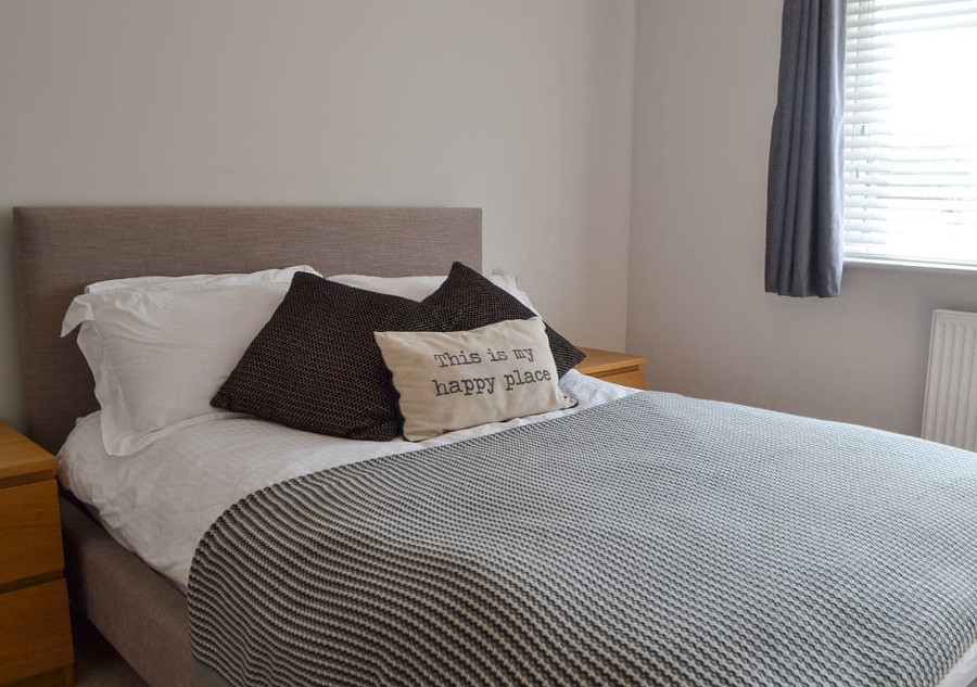 Quay House sleeps 8 people in 4 bedrooms - 3 doubles and a twin