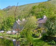 River Garden Cottage in Peak District National Park
