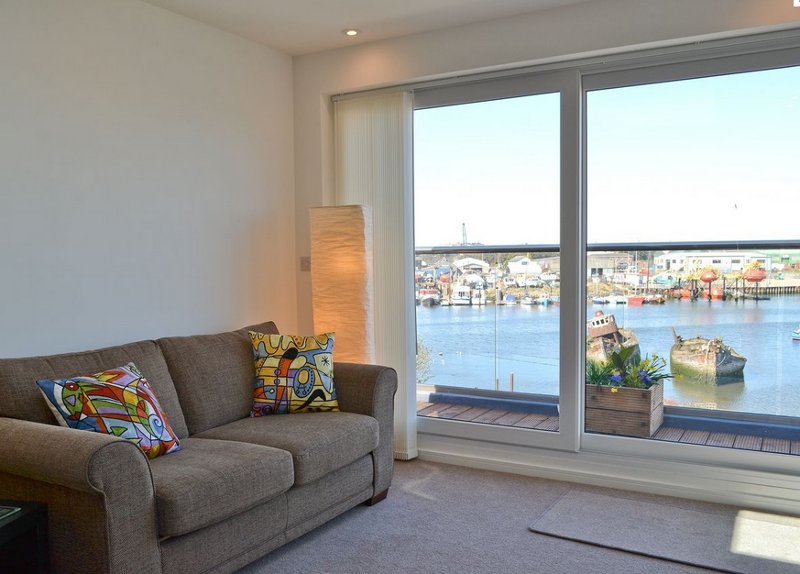 The garden, living room and balcony at The Barnacle has views over Lake Lothing