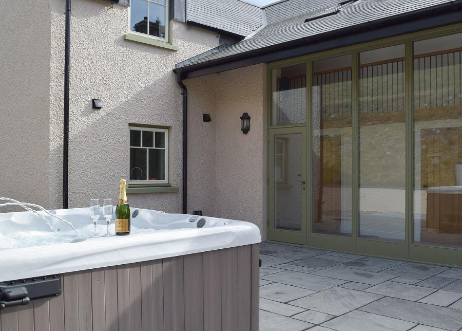 The private outdoor hot tub at Trecift in Pembrokeshire