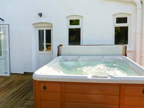 Enjoy the hot tub at Tupsley House, Hereford