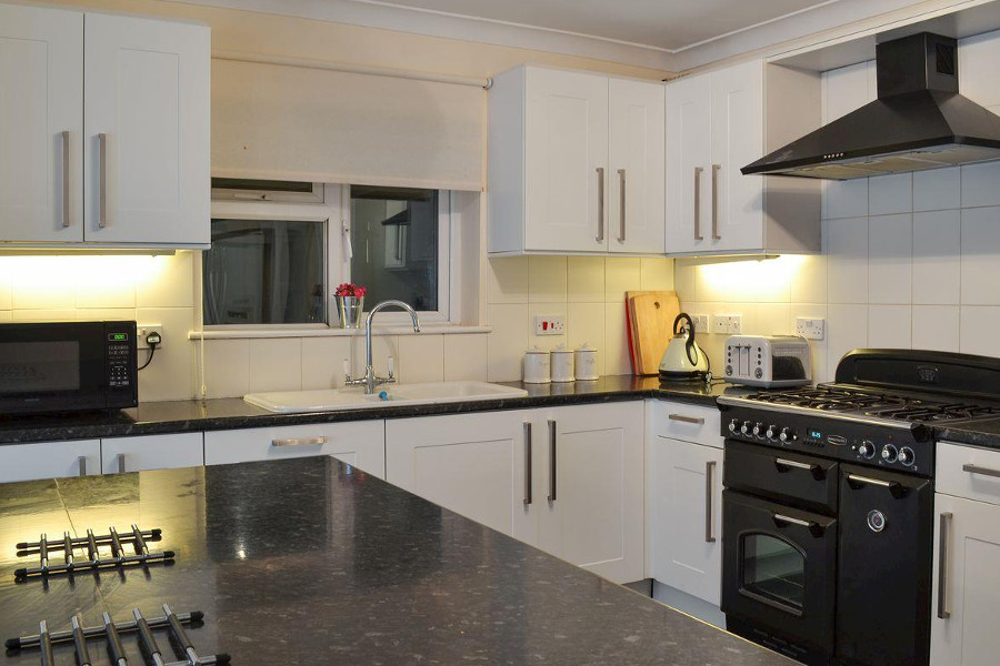 The kitchen at Waverley Reach, with a range cooker