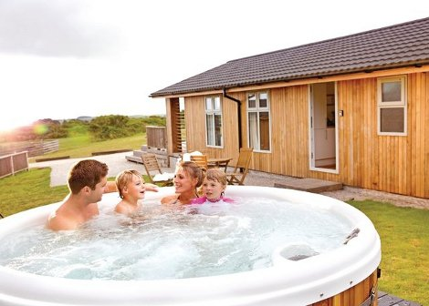 Hot tubs at Caddys Corner Lodges in Cornwall