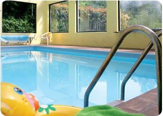 The swimming pool at Eversleigh Woodland Lodges