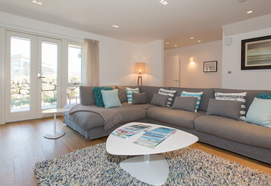 The living room at Una Stannum 49 on the Una Resort, St Ives