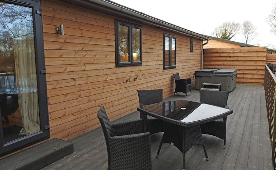Each lodge at Warren Wood Country Park has its own outdoor hot tub