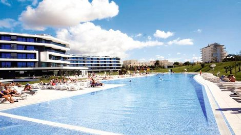 The swimming pool at Alvor Baia in Portugal