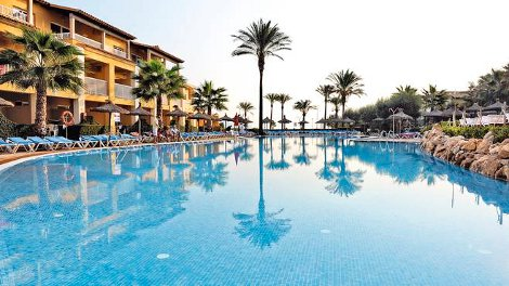 The swimming pool at Club Del Sol Aparthotel on Majorca