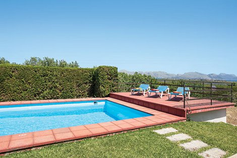 The swimming pool at Villa Gabriel on Mallorca