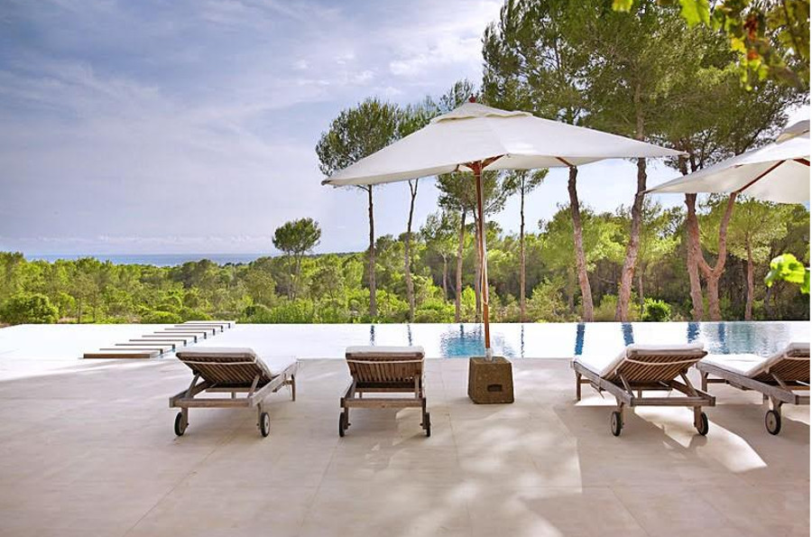 The infinity pool at Villa Los Suenos de Alexia in Cala Jondal, Ibiza